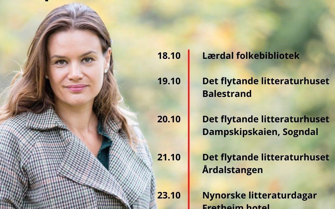 Ruth Lillegraven kjem til Årdal med bokbåten Epos
